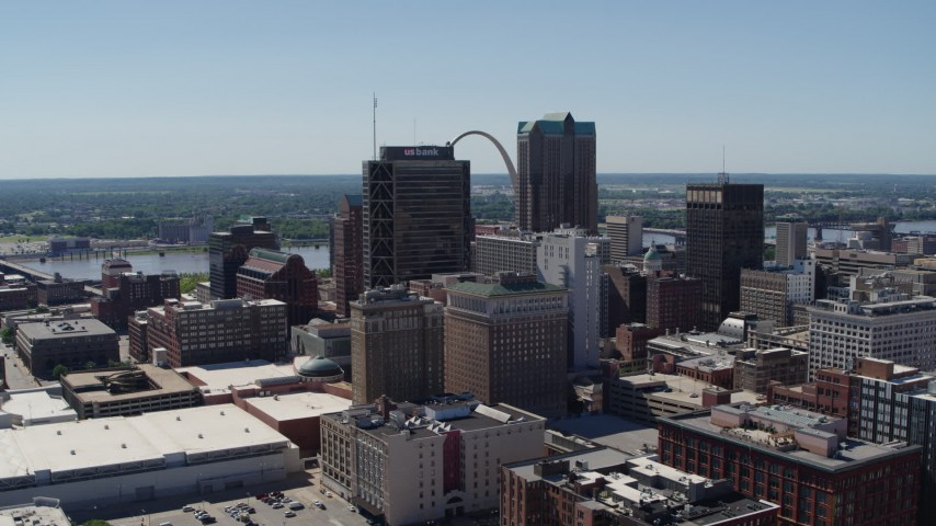 5.7K stock footage aerial video of a reverse view of the Gateway Arch and high-rises in Downtown St. Louis, Missouri Aerial Stock Footage | DX0001_000622