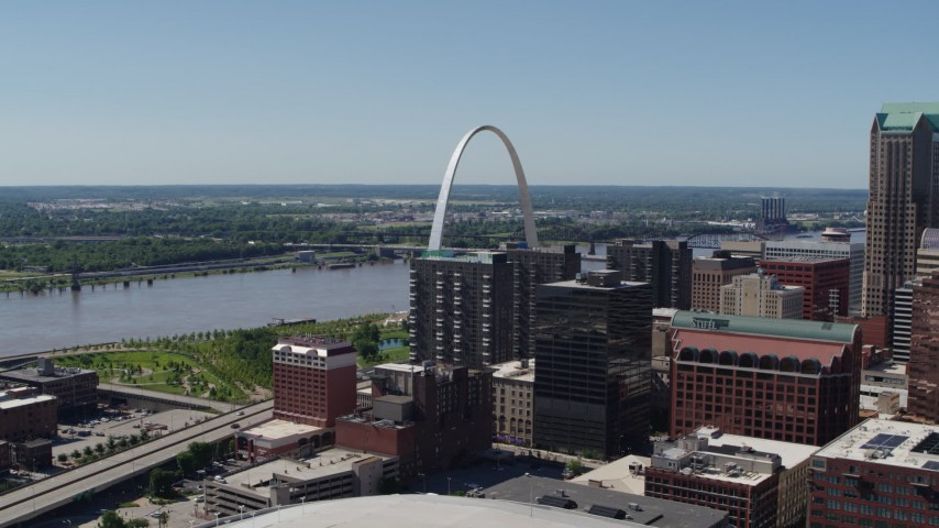 5.7K stock footage aerial video flyby office buildings for a view of the Gateway Arch in Downtown St. Louis, Missouri Aerial Stock Footage | DX0001_000625