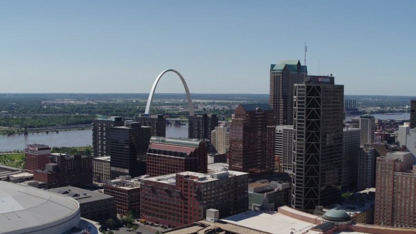 5.7K stock footage aerial video One US Bank Plaza and Gateway Arch in Downtown St. Louis, Missouri Aerial Stock Footage | DX0001_000634