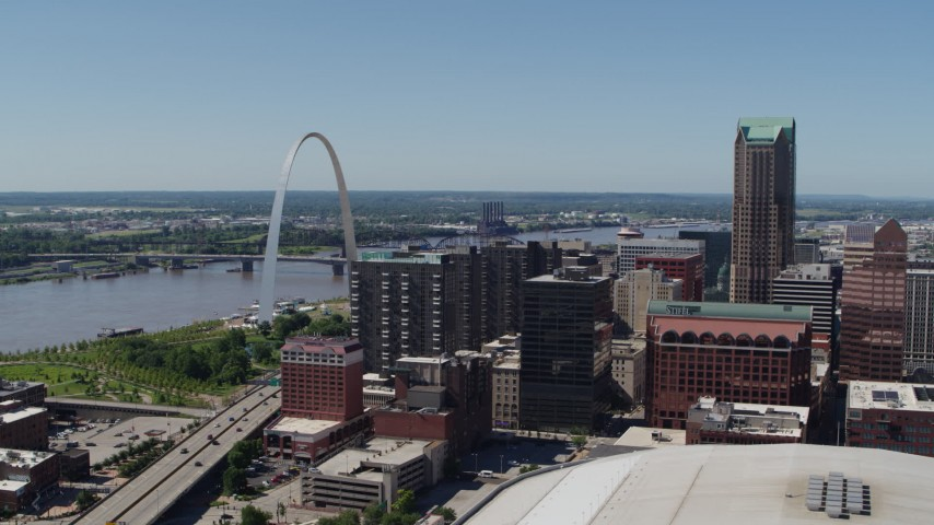 5.7K stock footage aerial video of the Gateway Arch, the river and office buildings in Downtown St. Louis, Missouri Aerial Stock Footage | DX0001_000635