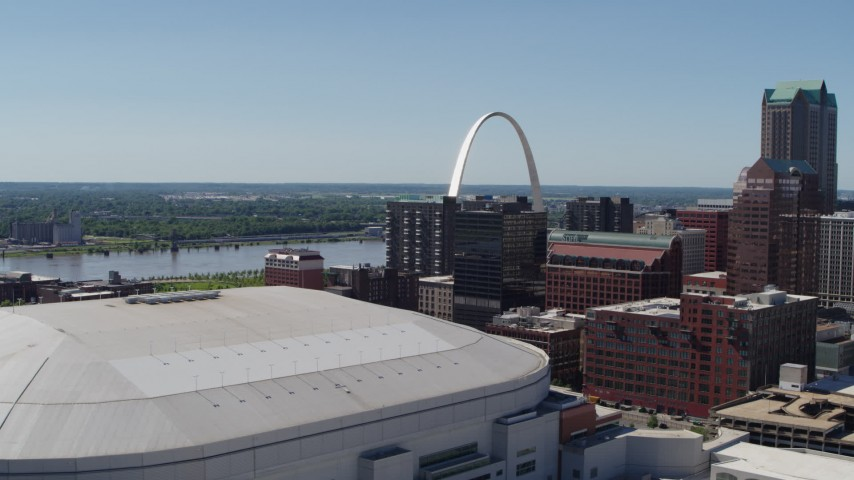 5.7K stock footage aerial video of the Gateway Arch seen while descending by stadium in Downtown St. Louis, Missouri Aerial Stock Footage DX0001_000639
