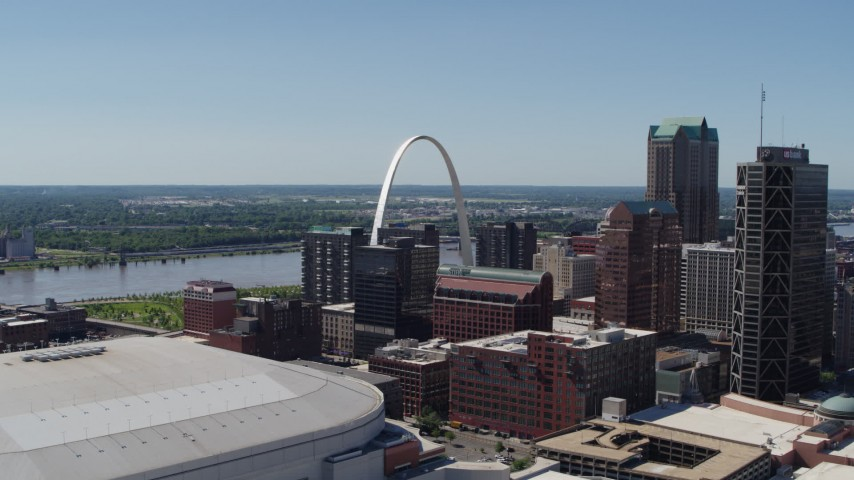 5.7K stock footage aerial video of Gateway Arch and downtown buildings in Downtown St. Louis, Missouri Aerial Stock Footage | DX0001_000641