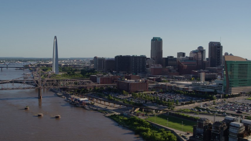 5.7K stock footage aerial video of the Gateway Arch and office buildings in Downtown St. Louis, Missouri, seen from the river Aerial Stock Footage | DX0001_000644