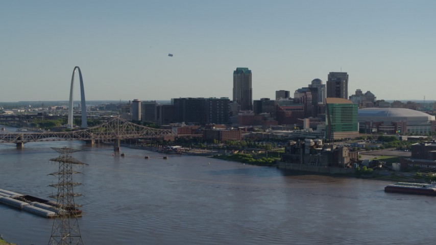 5.7K stock footage aerial video of the Gateway Arch and Downtown St. Louis, Missouri skyline across the river Aerial Stock Footage | DX0001_000660