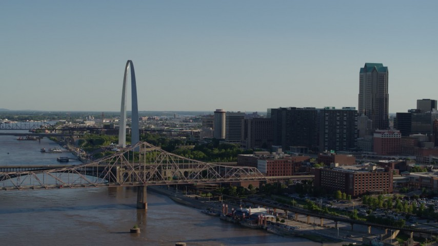 5.7K stock footage aerial video of a view of the Martin Luther King Bridge and Gateway Arch in Downtown St. Louis, Missouri Aerial Stock Footage | DX0001_000664