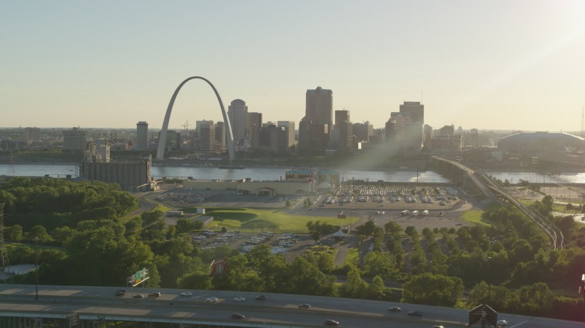 5.7K stock footage aerial video of the Gateway Arch and Downtown St. Louis at sunset, seen from East St. Louis, Illinois Aerial Stock Footage | DX0001_000680