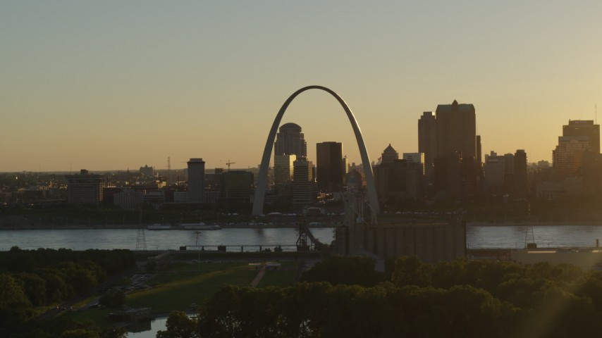 5.7K aerial video the Gateway Arch and skyline of Downtown St. Louis, Missouri at sunset Aerial Stock Footage | DX0001_000700