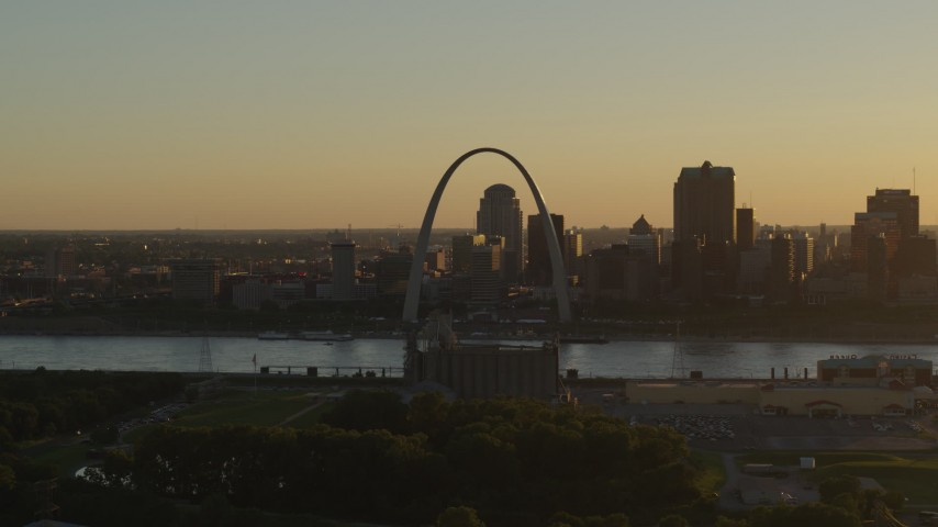5.7K stock footage aerial video of the Gateway Arch at sunset, across the river in Downtown St. Louis, Missouri Aerial Stock Footage | DX0001_000705