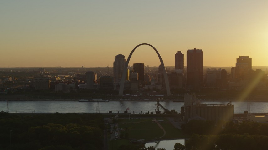 5.7K stock footage aerial video of a view of the Gateway Arch and Downtown St. Louis, Missouri skyline at sunset Aerial Stock Footage | DX0001_000707