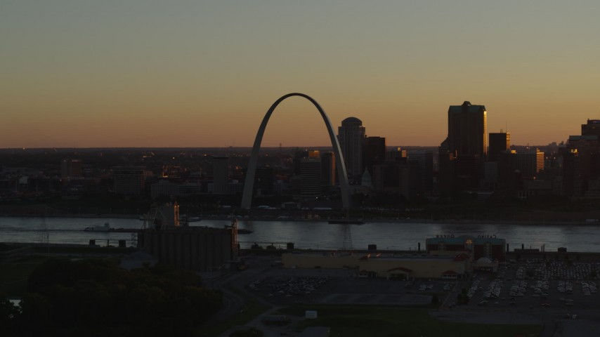 5.7K stock footage aerial video of the Gateway Arch at sunset, Downtown St. Louis, Missouri Aerial Stock Footage | DX0001_000713