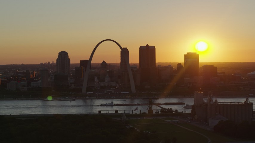5.7K stock footage aerial video of the Gateway Arch and Downtown St. Louis, Missouri skyline with the setting sun in the background Aerial Stock Footage | DX0001_000715