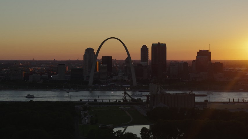 5.7K stock footage aerial video of Downtown St. Louis, Missouri and the Gateway Arch across the river at sunset Aerial Stock Footage | DX0001_000717