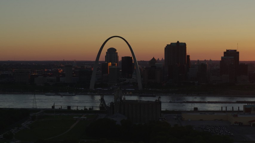 5.7K stock footage aerial video of the Gateway Arch in Downtown St. Louis, Missouri at sunset Aerial Stock Footage | DX0001_000721