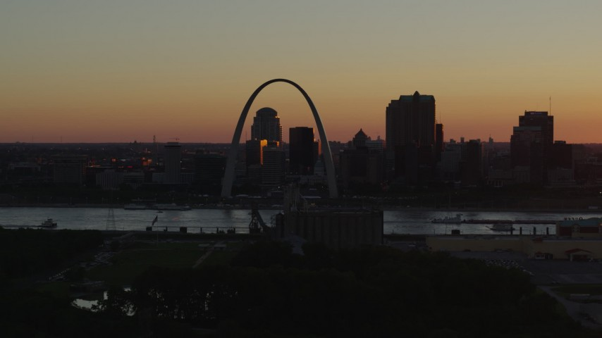 5.7K aerial video of the Gateway Arch and Downtown St. Louis, Missouri across the river at sunset Aerial Stock Footage | DX0001_000722
