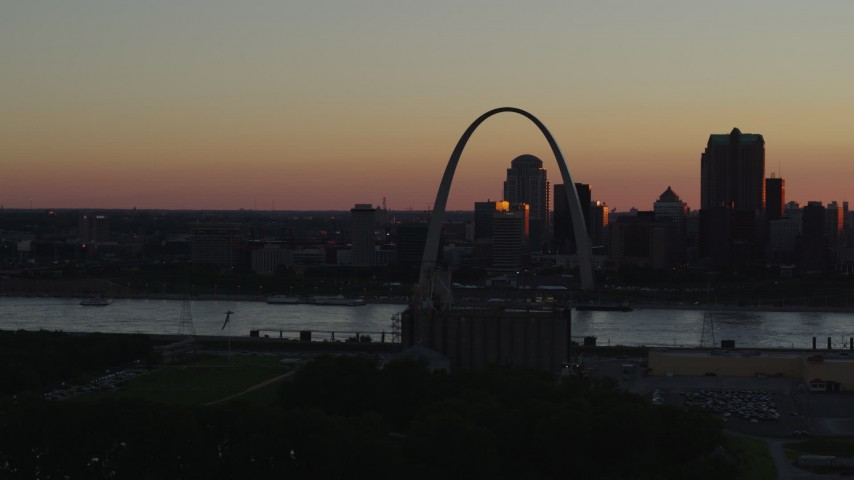 5.7K stock footage aerial video of the famous Arch in Downtown St. Louis, Missouri, sunset Aerial Stock Footage | DX0001_000731