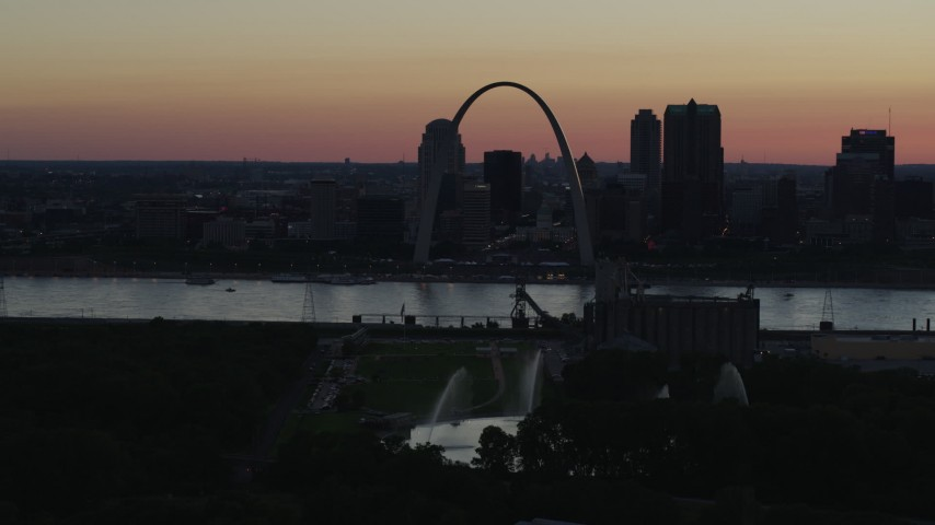 5.7K aerial video of a stationary and flyby view of the Gateway Arch in Downtown St. Louis, Missouri, twilight Aerial Stock Footage | DX0001_000746