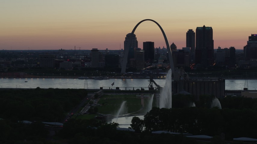 5.7K stock footage aerial video reverse view of Gateway Geyser and Arch, Downtown St. Louis, Missouri, twilight Aerial Stock Footage | DX0001_000751