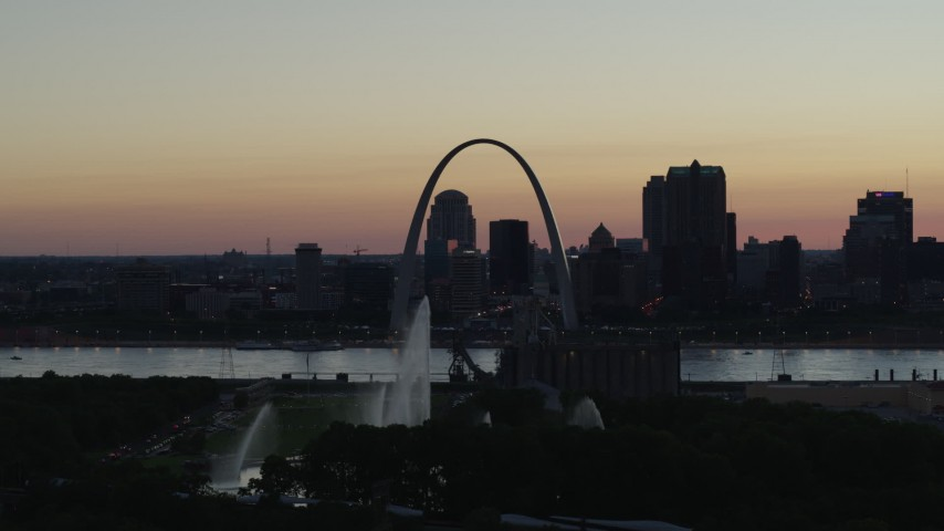 5.7K stock footage aerial video ascend to approach Gateway Geyser, and the Arch in Downtown St. Louis, Missouri, twilight Aerial Stock Footage | DX0001_000754