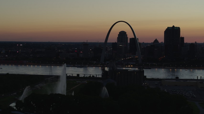 5.7K aerial video flyby Gateway Geyser with view of Downtown St. Louis, Missouri, twilight Aerial Stock Footage | DX0001_000762