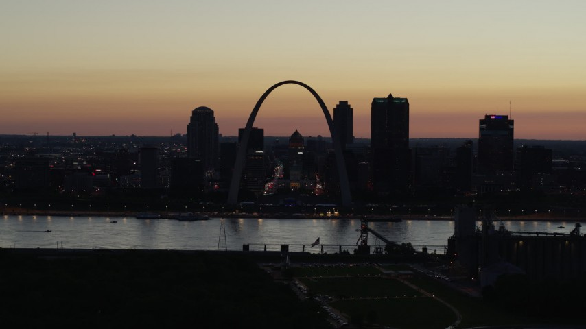 5.7K stock footage aerial video of Downtown St. Louis, Missouri, at twilight seen while descending Aerial Stock Footage | DX0001_000770