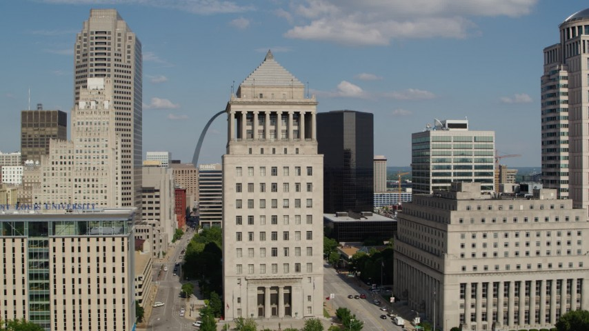 5.7K aerial video of passing by courthouses to reveal the Gateway Arch in Downtown St. Louis, Missouri Aerial Stock Footage | DX0001_000775