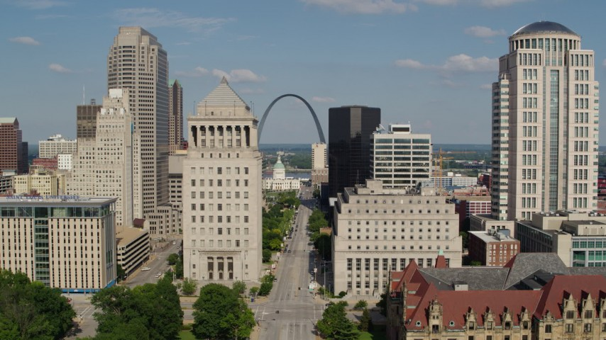 5.7K aerial video of following Market Street toward the Museum at the Gateway Arch in Downtown St. Louis, Missouri Aerial Stock Footage | DX0001_000779