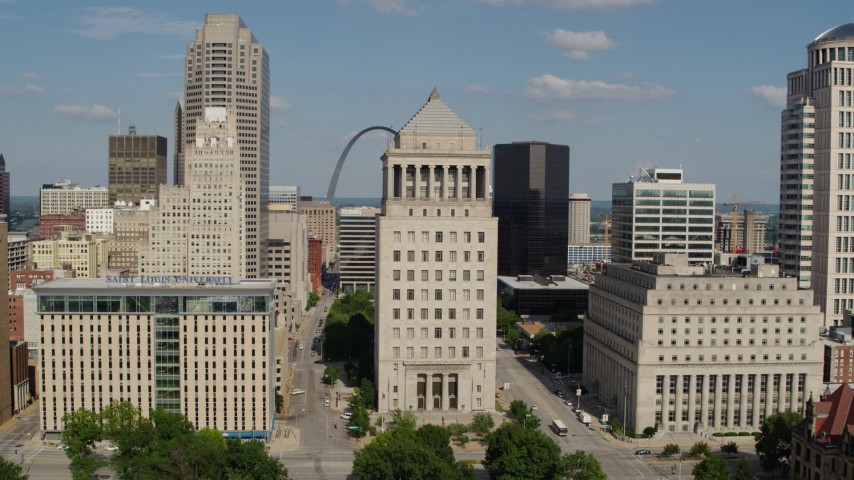 5.7K aerial video approach courthouse tower with view of Gateway Arch in Downtown St. Louis, Missouri Aerial Stock Footage | DX0001_000782