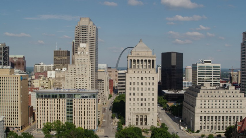 5.7K stock footage aerial video reverse from courthouses for view of Gateway Arch in Downtown St. Louis, Missouri Aerial Stock Footage | DX0001_000784