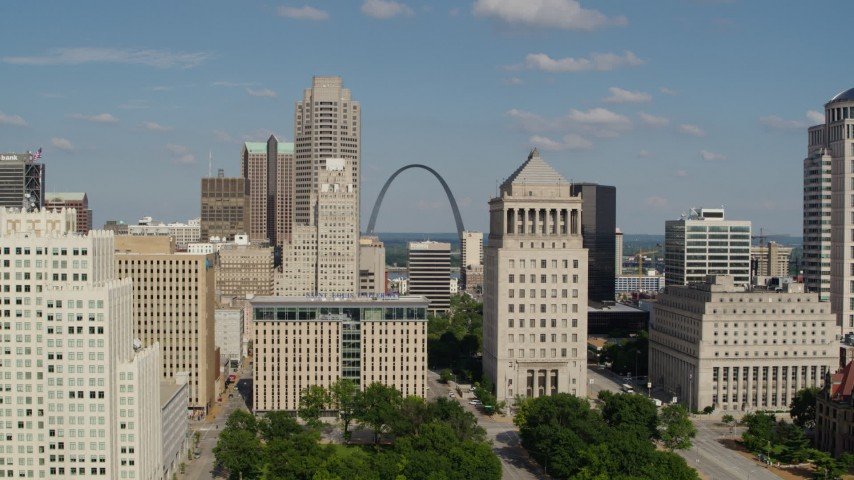5.7K stock footage aerial video approach courthouse tower and Gateway Arch in Downtown St. Louis, Missouri Aerial Stock Footage | DX0001_000785