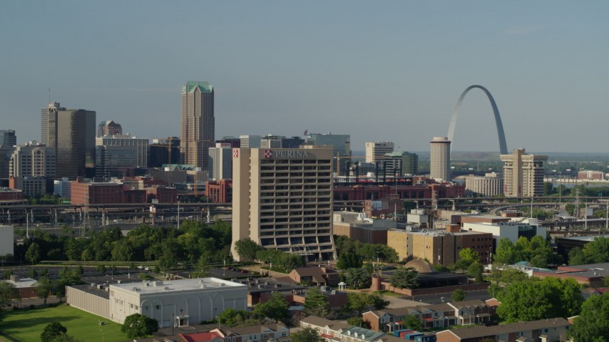 5.7K aerial video of passing an office building with the Gateway Arch in background, Downtown St. Louis, Missouri Aerial Stock Footage | DX0001_000813