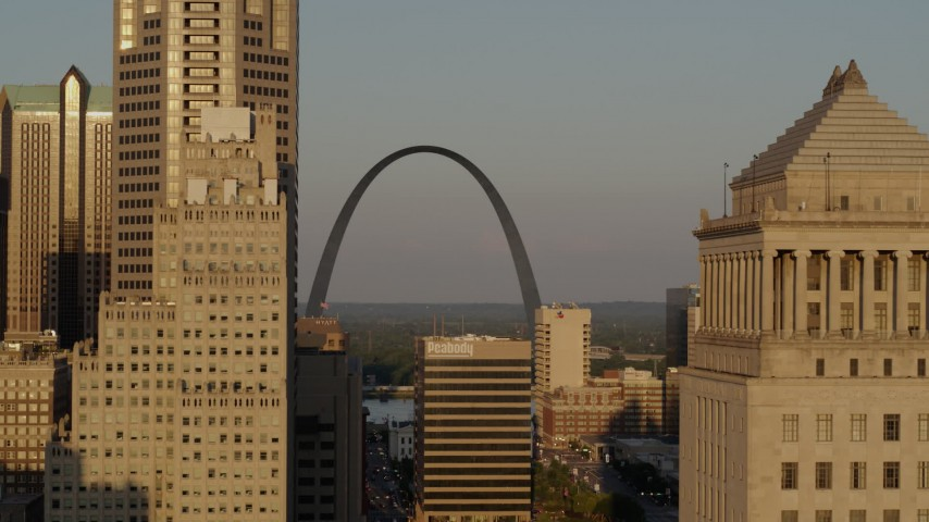 5.7K stock footage aerial video view of Gateway Arch at sunset, fly behind courthouse, Downtown St. Louis, Missouri Aerial Stock Footage | DX0001_000839