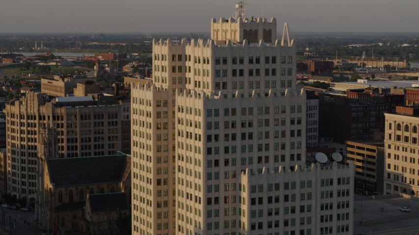 5.7K aerial video of approaching an apartment building at sunset, Downtown St. Louis, Missouri Aerial Stock Footage | DX0001_000842