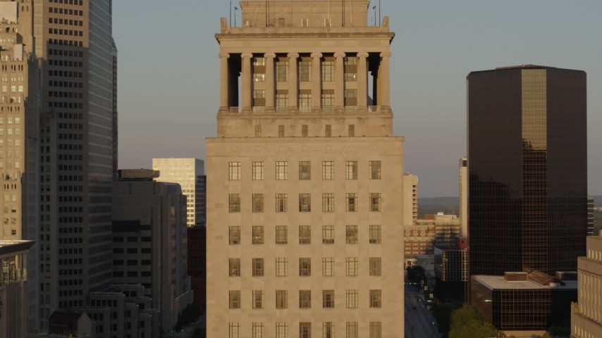 5.7K aerial video of a courthouse building while descending at sunset, Downtown St. Louis, Missouri Aerial Stock Footage | DX0001_000843