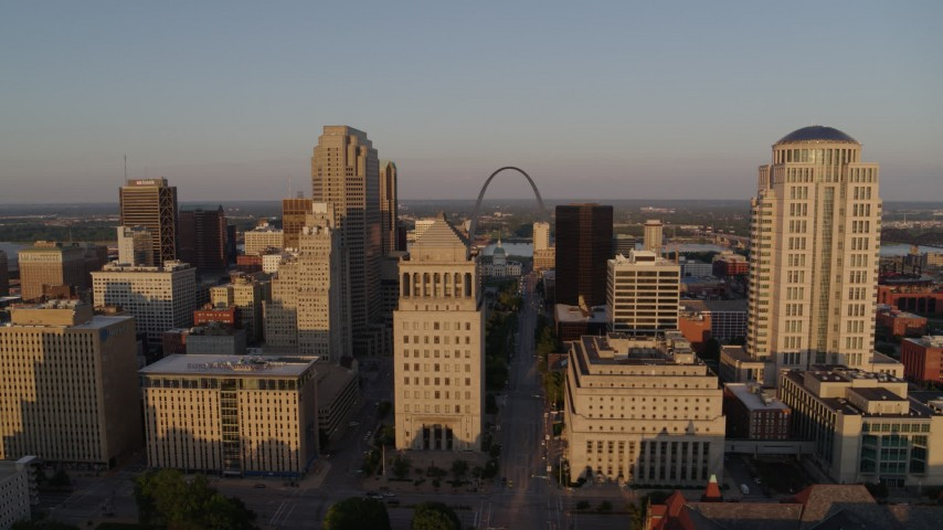 5.7K aerial video of the Gateway Arch seen from the courthouses at sunset, Downtown St. Louis, Missouri Aerial Stock Footage | DX0001_000844