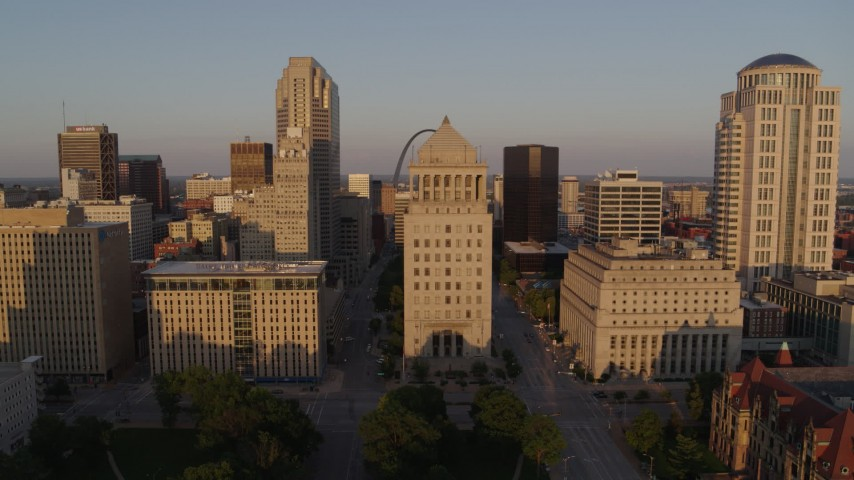 5.7K stock footage aerial video of courthouses seen while descending at sunset, Downtown St. Louis, Missouri Aerial Stock Footage | DX0001_000846