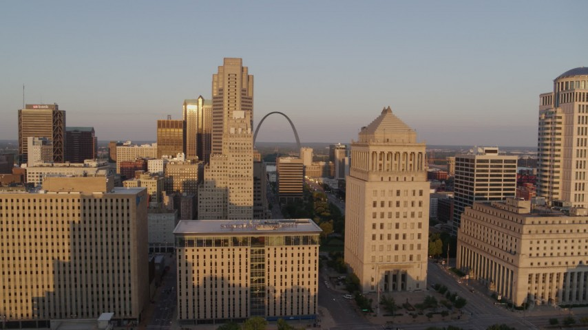 5.7K stock footage aerial video flyby courthouse and office buildings to reveal Arch at sunset, Downtown St. Louis, Missouri Aerial Stock Footage | DX0001_000850