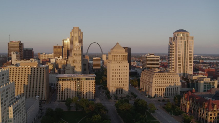 5.7K stock footage aerial video of the Gateway Arch and museum seen from courthouses at sunset, Downtown St. Louis, Missouri Aerial Stock Footage | DX0001_000853