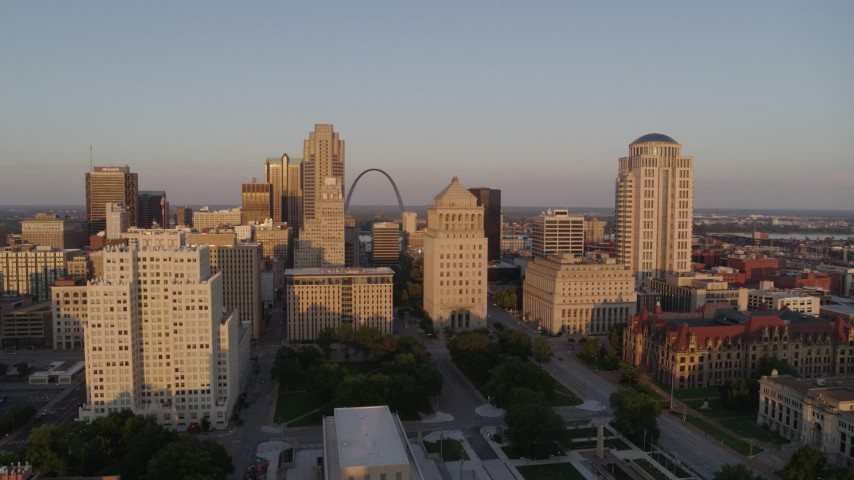 5.7K aerial video of a static view of courthouses, the Gateway Arch and city hall at sunset, Downtown St. Louis, Missouri Aerial Stock Footage | DX0001_000854