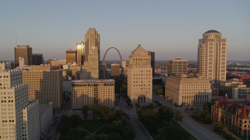 5.7K stock footage aerial video approach courthouses with view of the Gateway Arch at sunset, Downtown St. Louis, Missouri Aerial Stock Footage | DX0001_000855