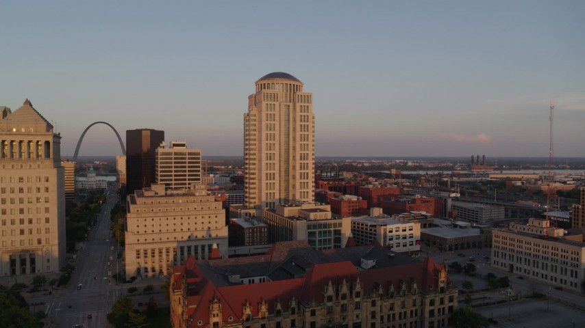 5.7K stock footage aerial video flyby courthouse buildings to reveal the Arch at sunset, Downtown St. Louis, Missouri Aerial Stock Footage | DX0001_000859