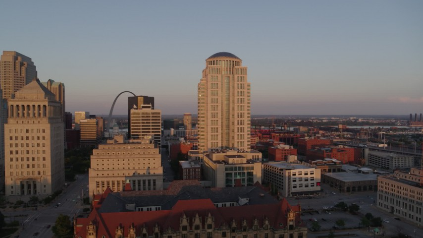 5.7K stock footage aerial video of courthouse buildings, revealing the Arch at sunset, Downtown St. Louis, Missouri Aerial Stock Footage | DX0001_000860