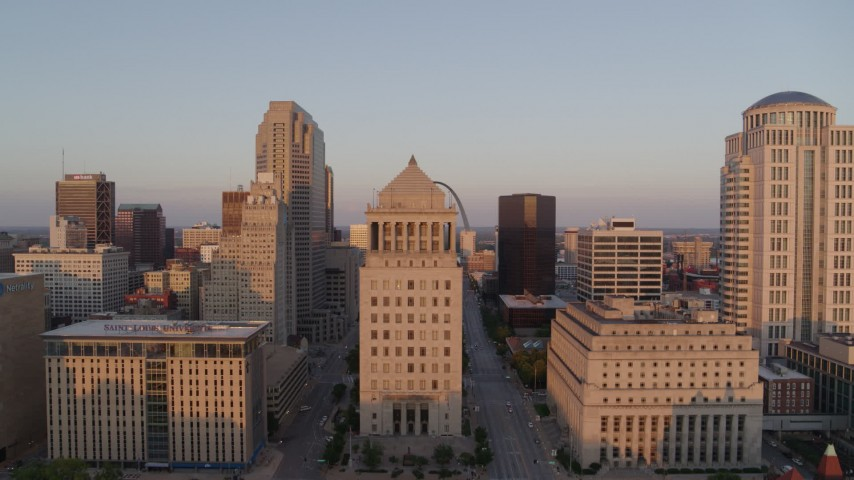 5.7K stock footage aerial video approach downtown courthouse and ascend to reveal Arch at sunset, Downtown St. Louis, Missouri Aerial Stock Footage | DX0001_000862