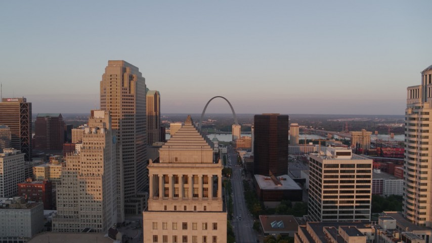 5.7K aerial video a view of the Arch over the top of a courthouse at sunset, Downtown St. Louis, Missouri Aerial Stock Footage | DX0001_000863
