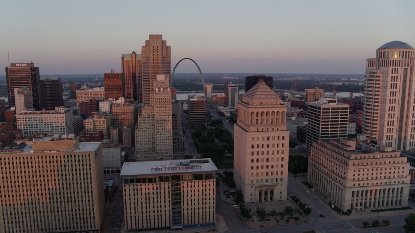 5.7K aerial video of the Gateway Arch seen from the courthouses at sunset, Downtown St. Louis, Missouri Aerial Stock Footage | DX0001_000871