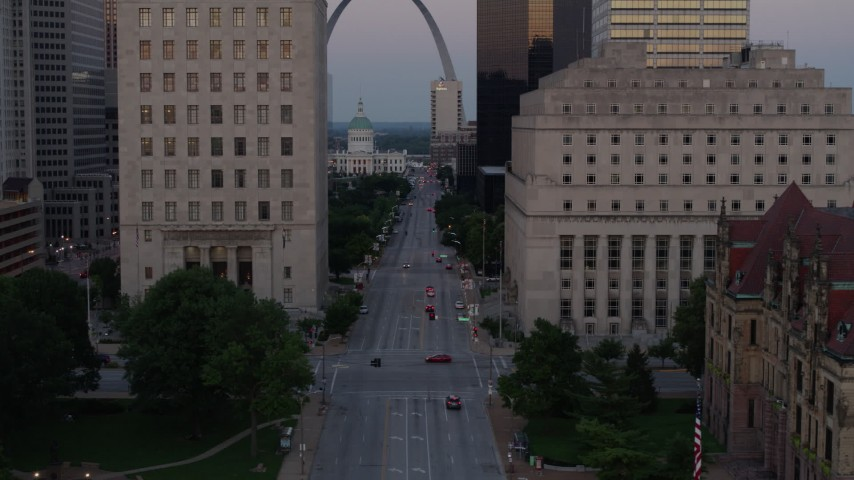 5.7K stock footage aerial video of light street traffic and courthouses, reveal the Gateway Arch at twilight, Downtown St. Louis, Missouri Aerial Stock Footage | DX0001_000882