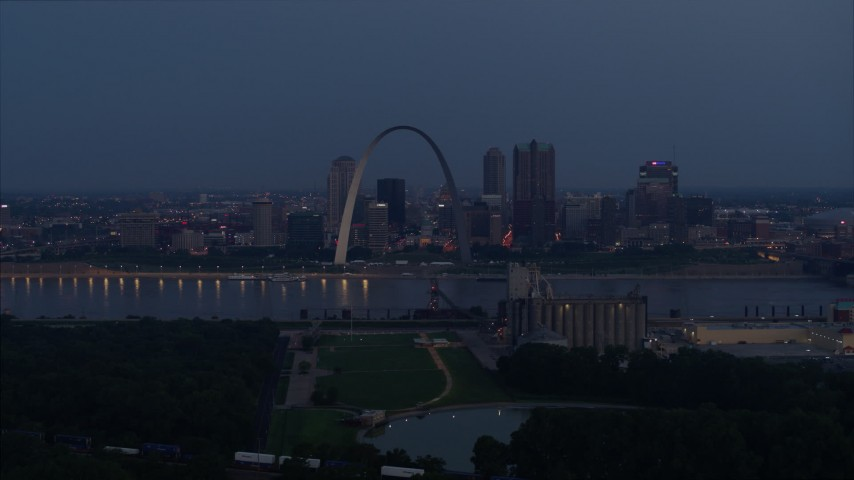 5.7K stock footage aerial video of the Gateway Arch at twilight, visible from across the Mississippi River, Downtown St. Louis, Missouri Aerial Stock Footage | DX0001_000895