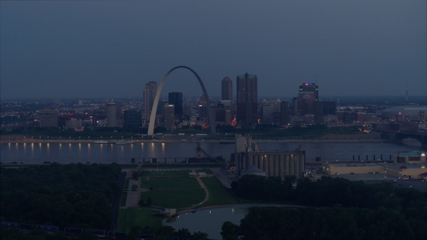5.7K aerial video of the Gateway Arch at twilight across the Mississippi River, Downtown St. Louis, Missouri Aerial Stock Footage DX0001_000898