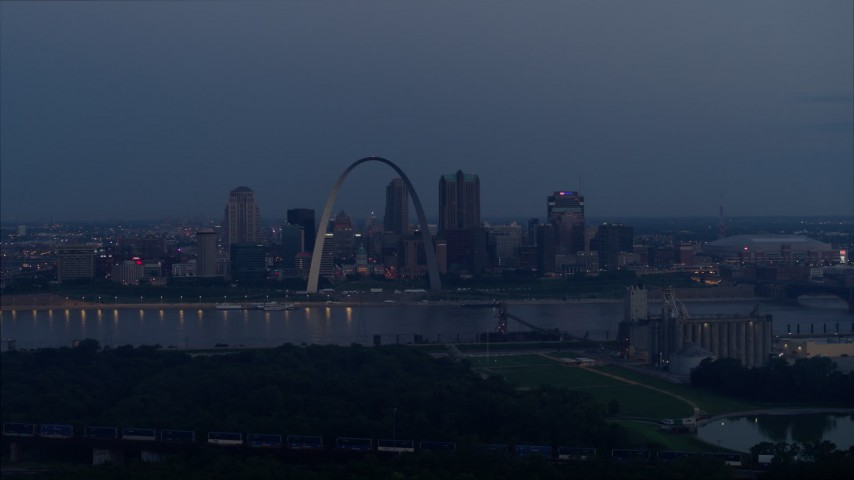 5.7K aerial video a view of the Gateway Arch and the Mississippi River at twilight, Downtown St. Louis, Missouri Aerial Stock Footage | DX0001_000900