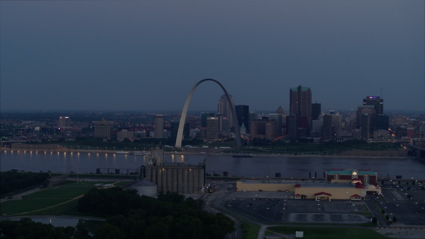 5.7K aerial video the Gateway Arch at twilight, across the river in Downtown St. Louis, Missouri Aerial Stock Footage | DX0001_000902