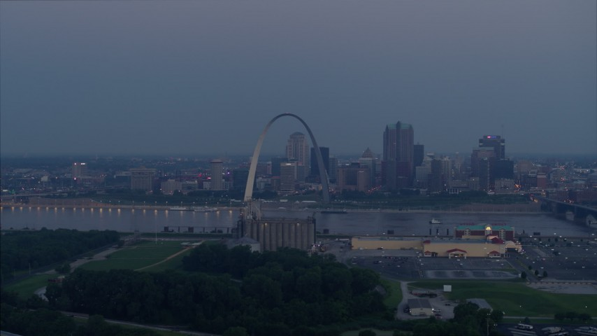 5.7K stock footage aerial video looking across the Mississippi River at the Gateway Arch, Downtown St. Louis, Missouri, twilight Aerial Stock Footage | DX0001_000903